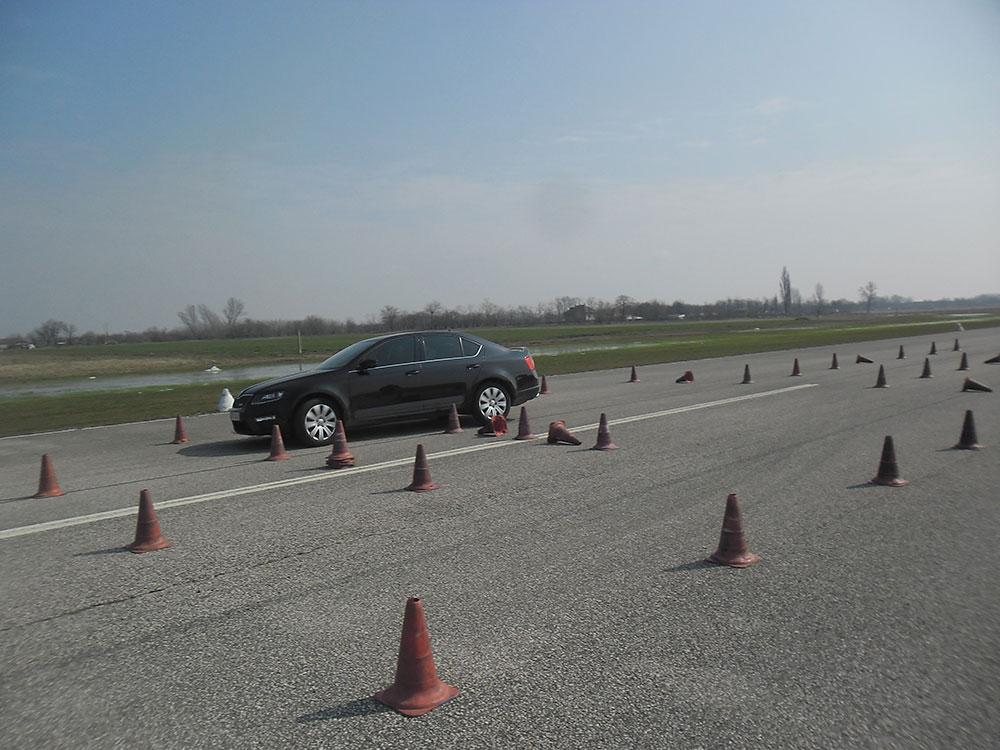 Autós vezetéstechnikai tréning 2