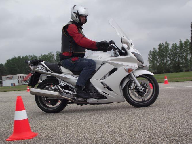 Motoros vezetéstechnikai tréning 2019